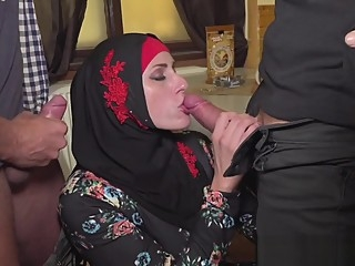 Muslim woman spread her legs for IDs amateur blowjob hd