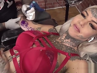 Amber Luke masturbates while getting tattooed masturbation big tits hd